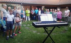 Saint-Didier-en-Velay : les choristes de Chantencor à l'air libre
