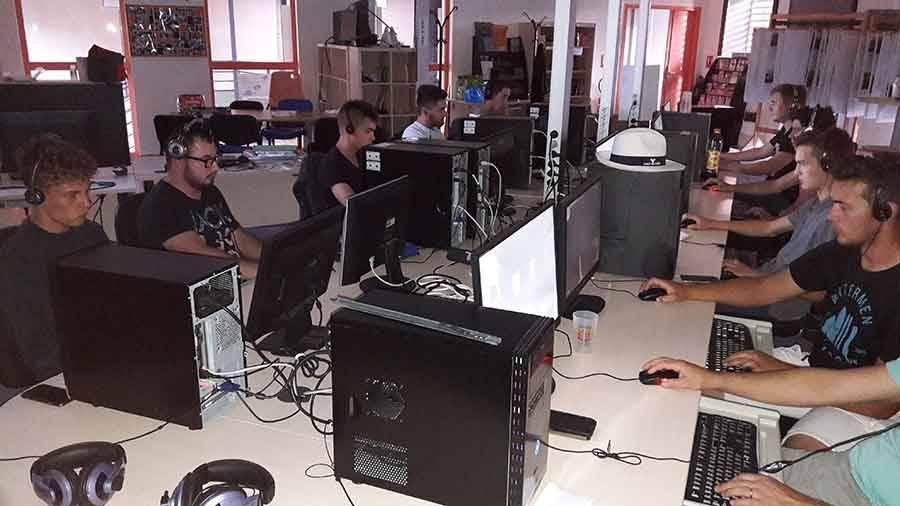 Rosières : les gamers ravis avec les jeux en réseaux à Clic
