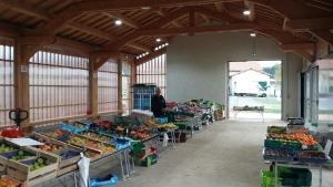 Raucoules : premier marché sous la halle fermière
