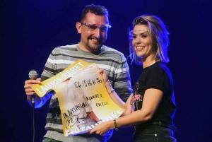 Fabien, spectateur monté sur scène, avec Laurie Peret
