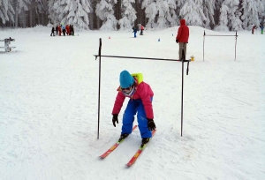 Sainte-Sigolène : les écoliers de Germaine-Tillion découvrent le ski de fond dans le Meygal