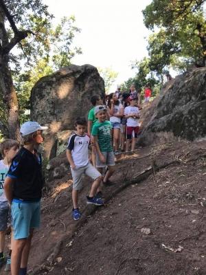 Monistrol-sur-Loire : le centre de loisirs du Beauvoir visite les fouilles du château vieux
