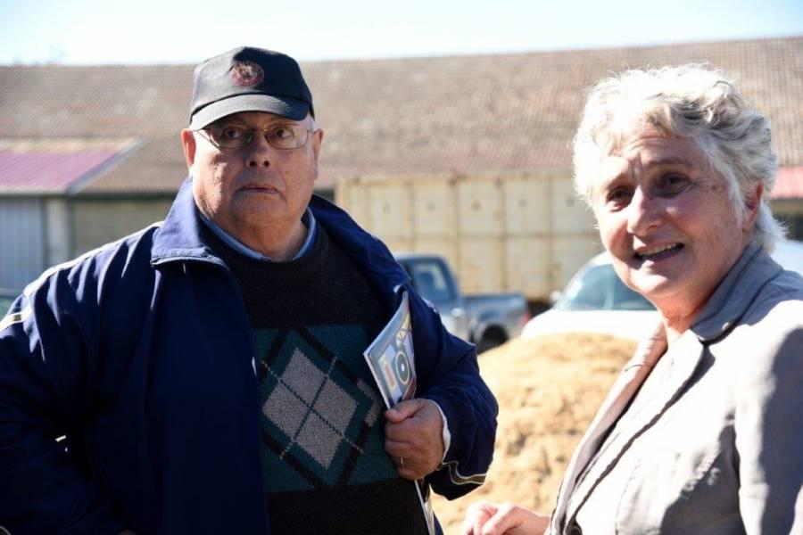 Jean Claude Paulet, 84 ans, ici en photo avec la maire Brigitte Renaud, en 1958 veillait à la circulation des trains en gare de Tence. Photo Lucien Soyere