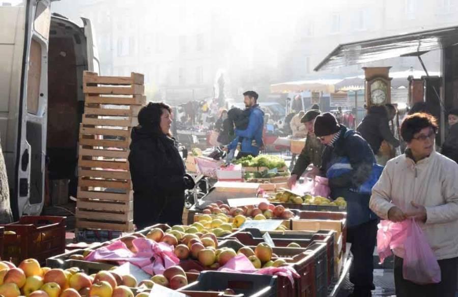 Yssingeaux : un marché de saison