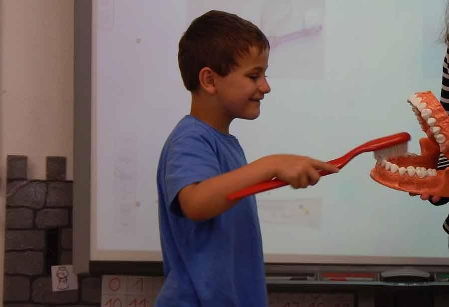 Tence : une opération d'hygiène auprès des écoliers
