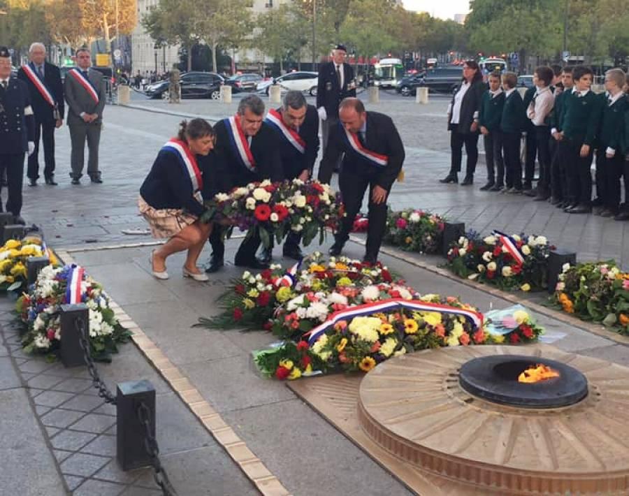 Les parlementaires de Haute-Loire sous l'Arc de Triomphe pour raviver la flamme