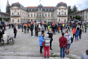 Violences policières : environ 200 manifestants au Puy-en-Velay