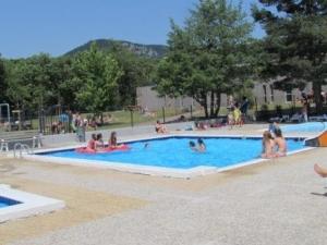 Saint-Julien-Chapteuil : un accès sous conditions à la piscine cet été