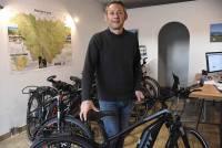 Il crée une agence de voyages... en vélo électrique