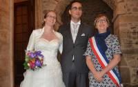Marie-Laure et Armand Joaquim avec l'élue Sandrine Ferrier qui a célébré leur union en mairie d'Yssingeaux.