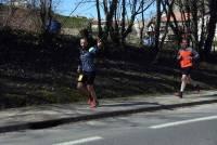 Aiguilhe : 350 randonneurs et coureurs gravissent les marches du rocher Saint-Michel