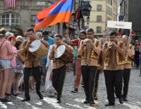 L'Arménie fait partie du grand défilé à Yssingeaux dimanche avec la Bretagne, Bornéo, le Venezuela.