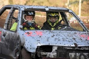 Riotord : un bain de boue pour des voitures cabossées (photos)