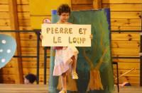 """Les CM2 dans """"Pierre et le Loup""""."""