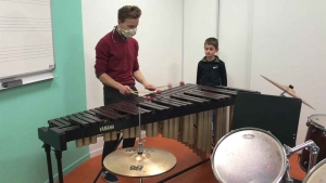 Dunières : arrivée d'un marimba à l'école de musique