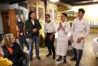 Les trois cuisiniers chinois ont été applaudi par les convives à la fin du premier dîner jeudi soir.