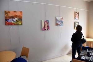 Tence : Denise Sahut hisse les couleurs à la médiathèque