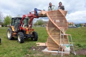 """Yssingeaux : un totem en bois en cours de construction à """"La Besse"""""""