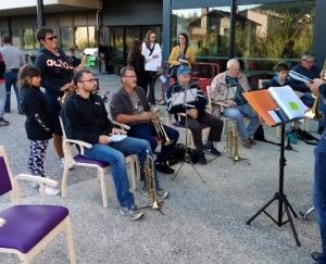 Riotord : une aubade de rentrée des musiciens à la maison de retraite