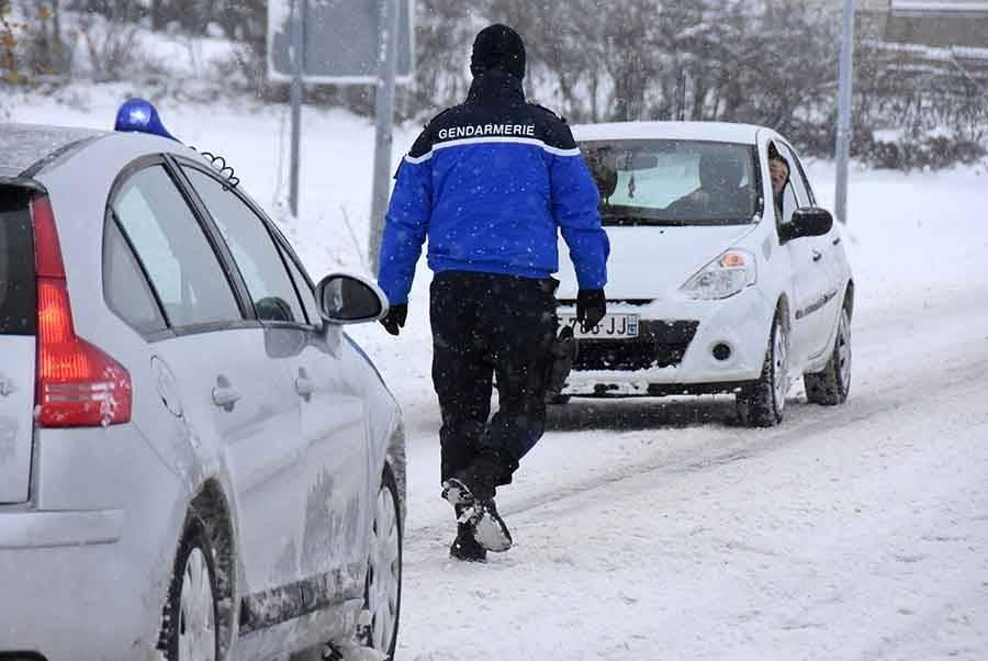Une circulation encore difficile samedi, entre neige et verglas