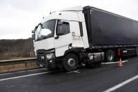 RN88 : une voiture et un camion se percutent près du rond-point de Lachamp
