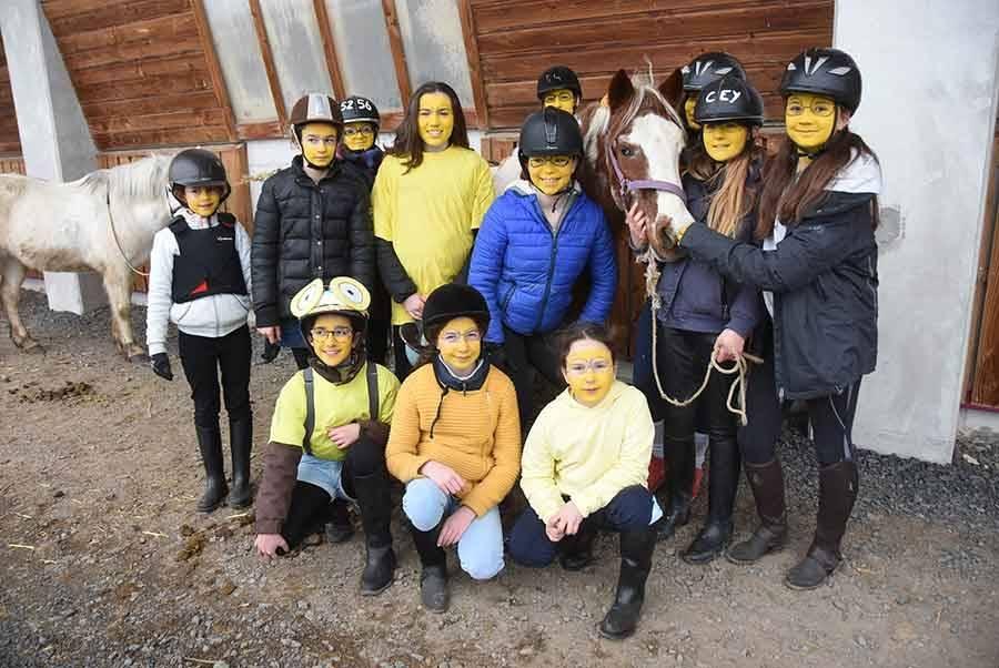 Yssingeaux : une armée de Minions au centre équestre