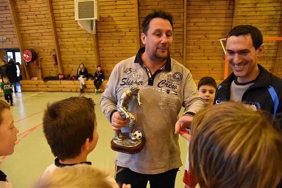 Le trophée remis à Dunières.