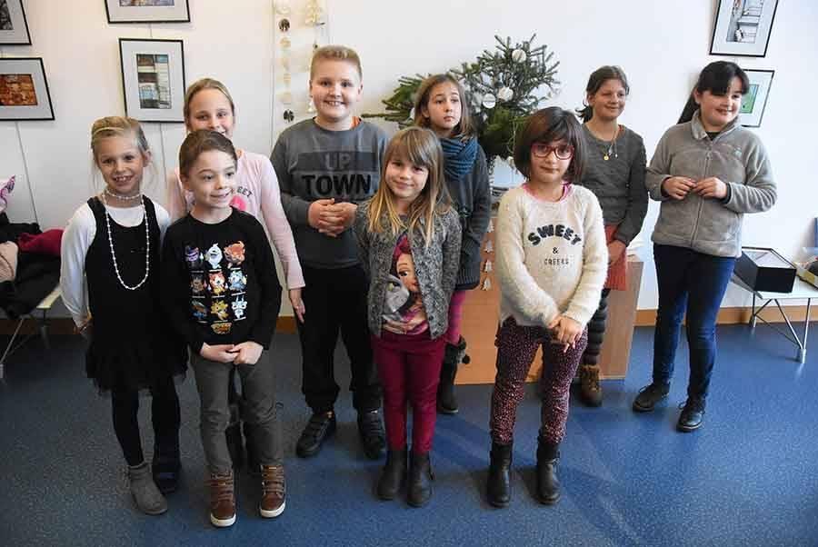 Monistrol-sur-Loire : les enfants réalisent des décorations en papier à la médiathèque
