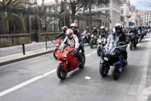 360 motards en colère au Puy-en-Velay contre le projet de contrôle technique (vidéo)