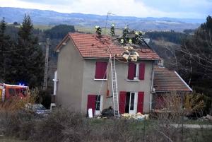 Saint-Ferréol-d'Auroure : un incendie prend dans les combles d'une maison