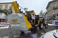 Les jeunes ont attelé leur char et déambulé dans les rues malgré la neige.