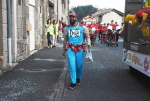 Montfaucon-en-Velay : neuf chars pour les classes en 9 (vidéo)