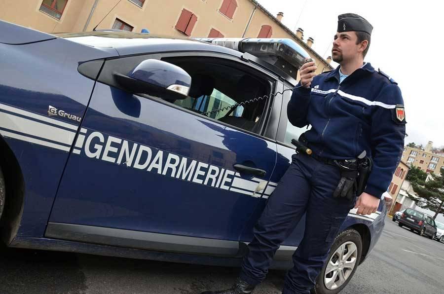 gendarmerie volontaire. Black Bedroom Furniture Sets. Home Design Ideas