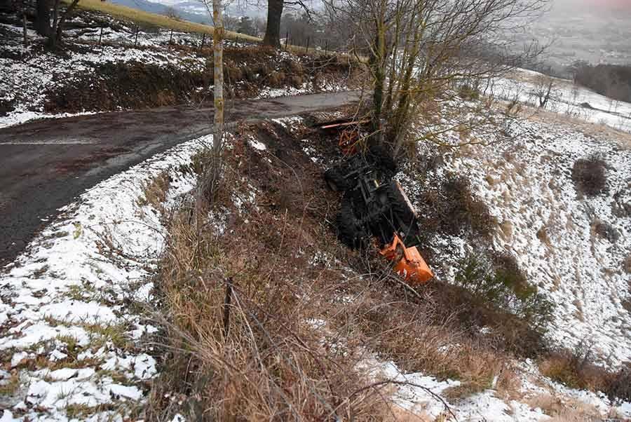 Beaulieu : le tracteur communal se renverse pendant la tournée de déneigement
