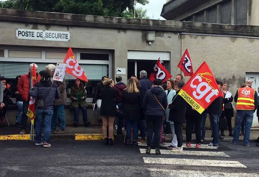 Mobilisation devant le centre hospitalier Sainte-Marie au Puy-en-Velay