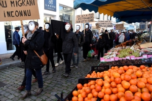 """Puy-en-Velay : 200 manifestants dénoncent """"l'enterrement des droits"""""""
