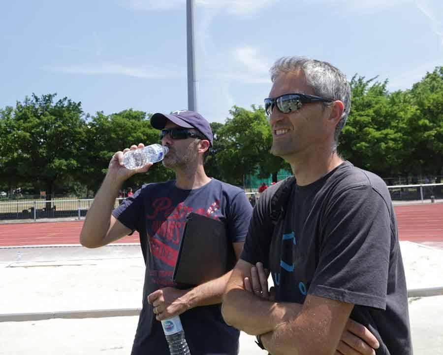 à gauche Nicolas Montagne juge au saut en longueur et Christophe Margerit entraîneur;