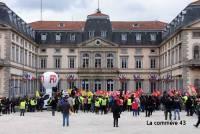 Puy-en-Velay : une manifestation samedi devant la préfecture pour le droit de... manifester