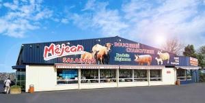Le magasin est au bord de la RN88 entre Le Puy-en-Velay et Aubenas