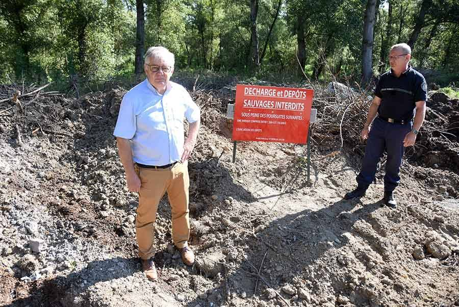Gilles David, le maire, et le garde-champêtre de Bas-en-Basset