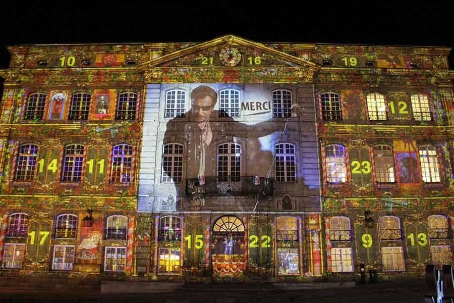 Le portrait de Johnny sur la façade de la mairie du Puy-en-Velay