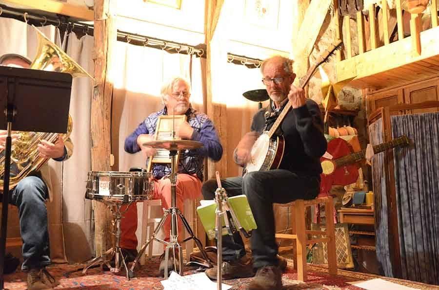 Araules : un concert intimiste et complet dans une ancienne grange
