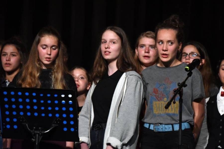 Monistrol-sur-Loire : les choristes du collège Le Monteil revisitent Starmania