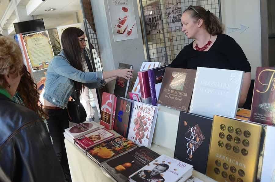 Le libraire La Boîte à soleils de Tence propose des livres sur le thème de la gourmandise.
