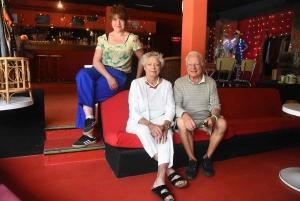 Emilie Gast en compagnie du créateur de la Gargouille, Michel Vacher et sa femme Anne.