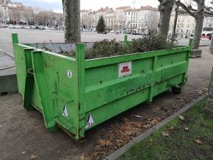 Recyclage des sapins de Noël : une benne à disposition place du Breuil au Puy-en-Velay