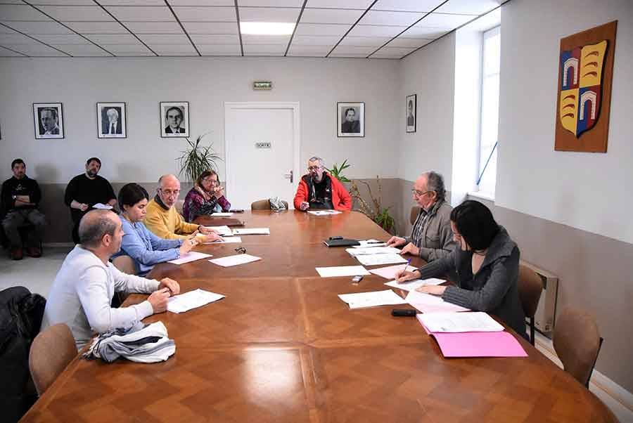 Six élus ont participé au conseil municipal lundi matin.