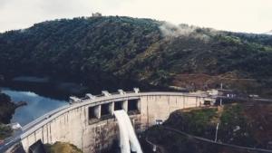 L'ouverture des vannes du barrage de Grangent en vidéo