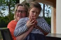 """""""Line est comme notre petite fille"""", affirme Pascale Garnier, bénévole."""