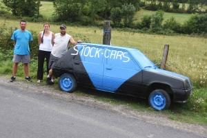 Pour annoncer leur course de stock-car, ils préfèrent les voitures aux affiches
